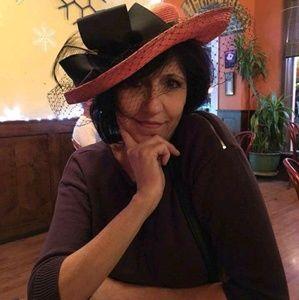 Meet your Posher, Adrienne